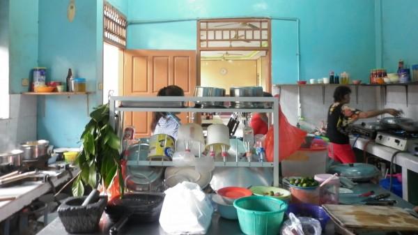 Dapur Rumah Makan Mr. Asui Pangkalpinang. Dokumentasi: Sari Novita