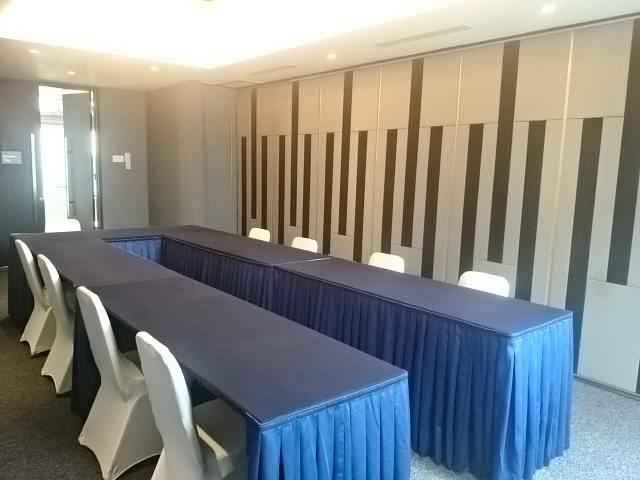 Ruang Meeting at Hotel FM7 by Sari Novita
