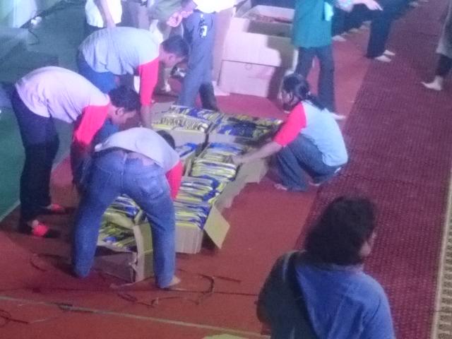 #BukberAdaro Membagikan Bingkisan untuk 1000 Anak Yatim