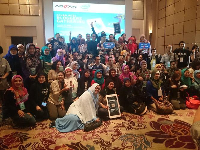 Foto Bersama Blogger Reporter dan KEB setelah penandatangan
