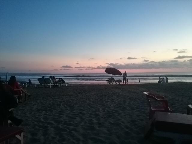 Pantai di Bali. Terka saja di mana..