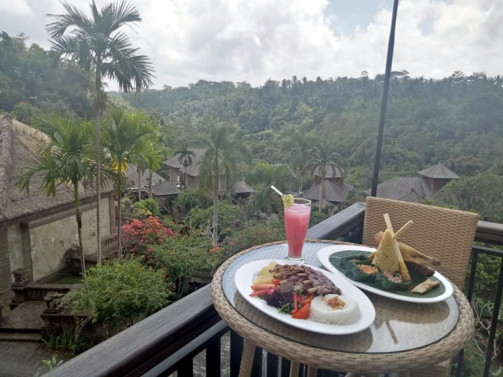 Kanan: Bebek Garing, The Payogan Villa Resort & SPA Ubud