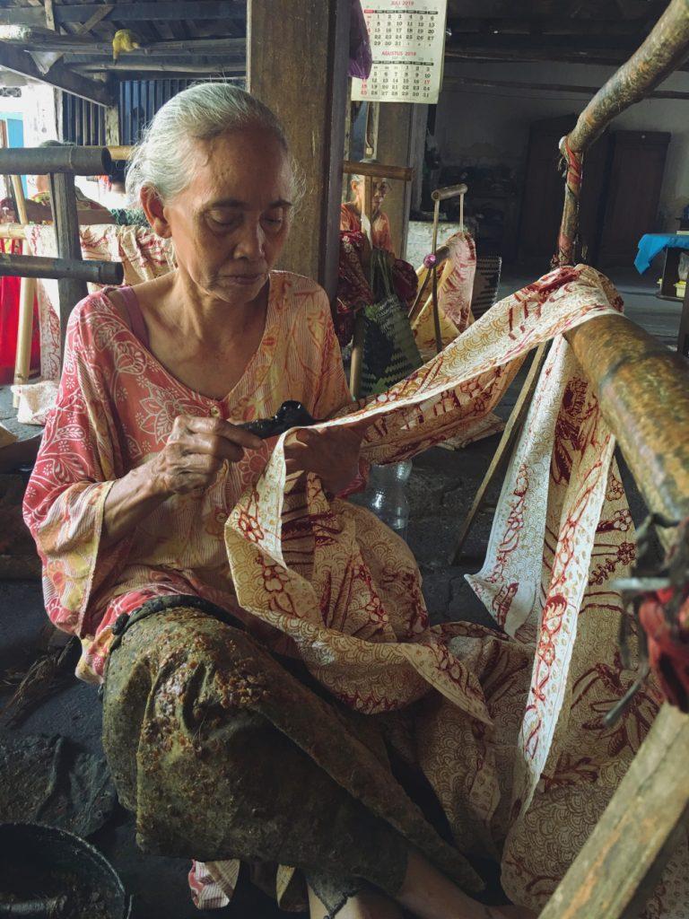 Mbah Suti, Pembatik Batik Nyah Kiok Lasem